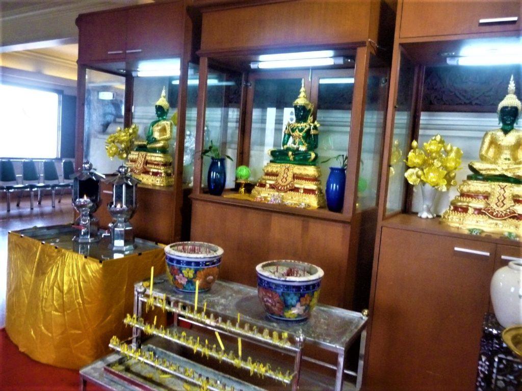 temple au sommet du mont d'or ou golden mountain