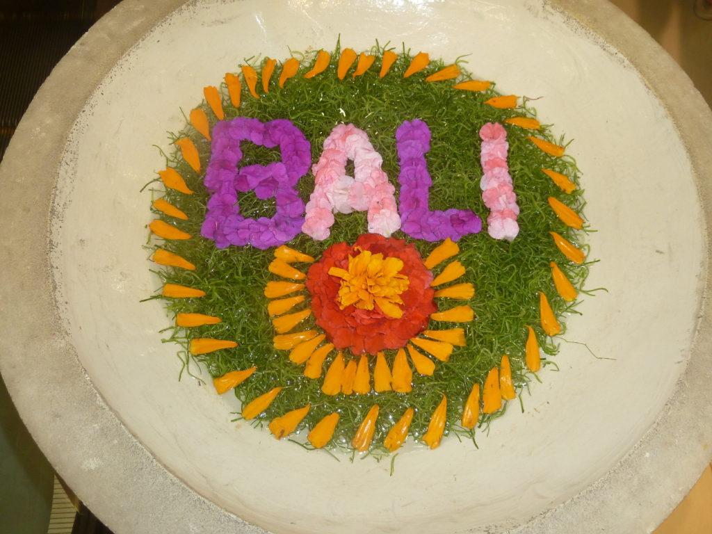 Composition florale sur l'eau Bali