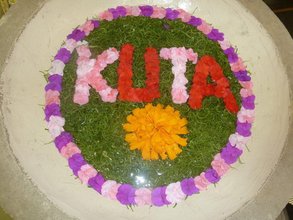 Composition florale sur l'eau Kuta