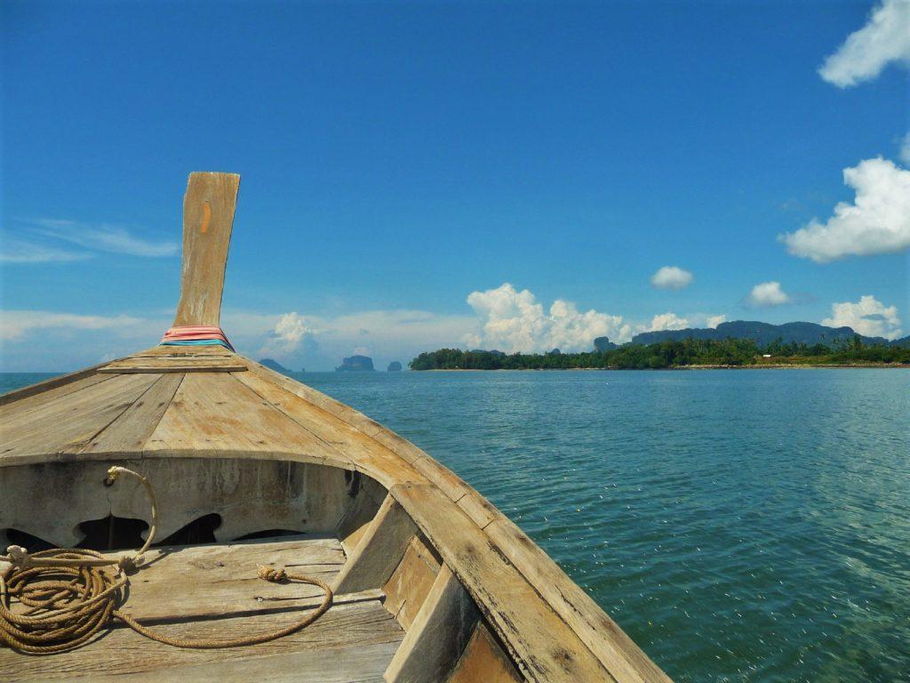 sur le bateau pour rejoindre railay depuis krabi