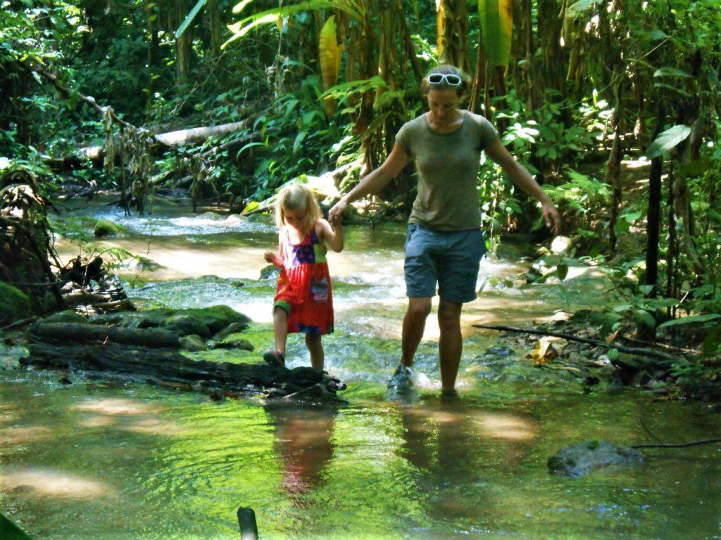 Chatounette et Chatoune dans la jungle du Parc National de Khao Laem