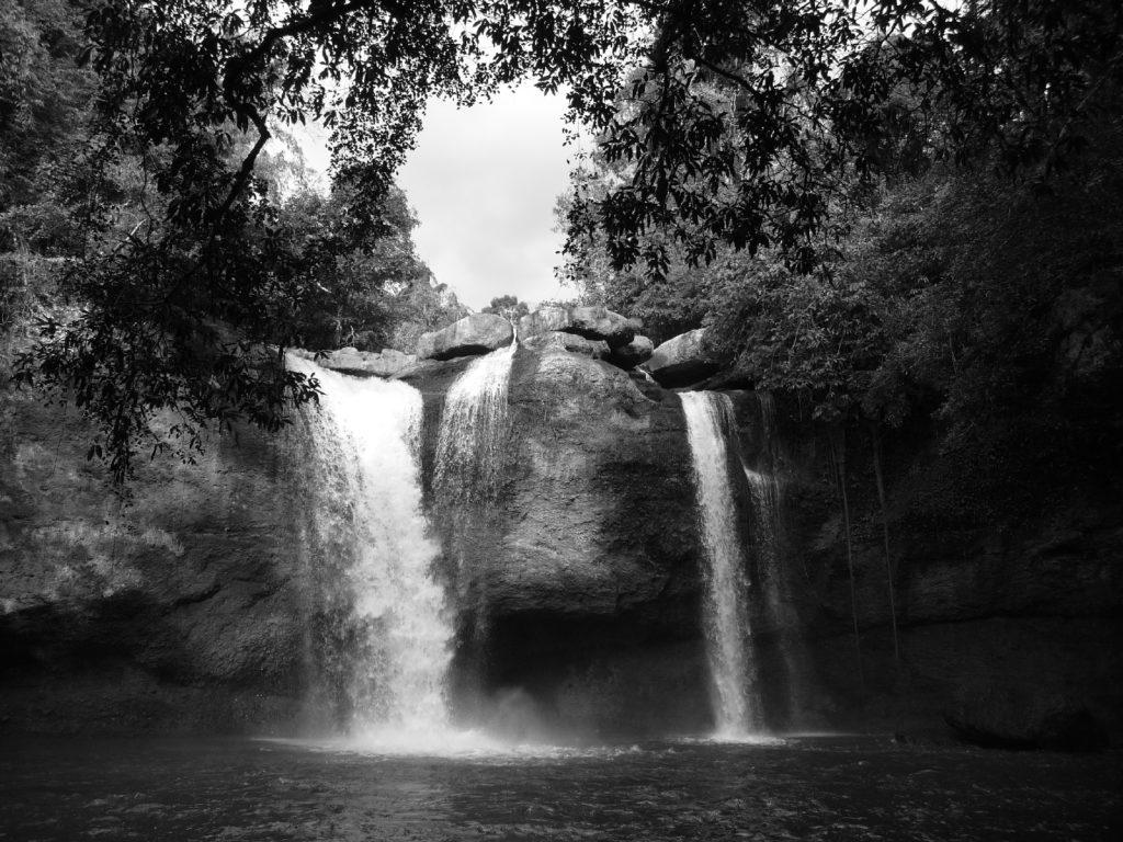 cascade où léonardo di caprio a joué une scène dans le film la plage, parc national de khao yai