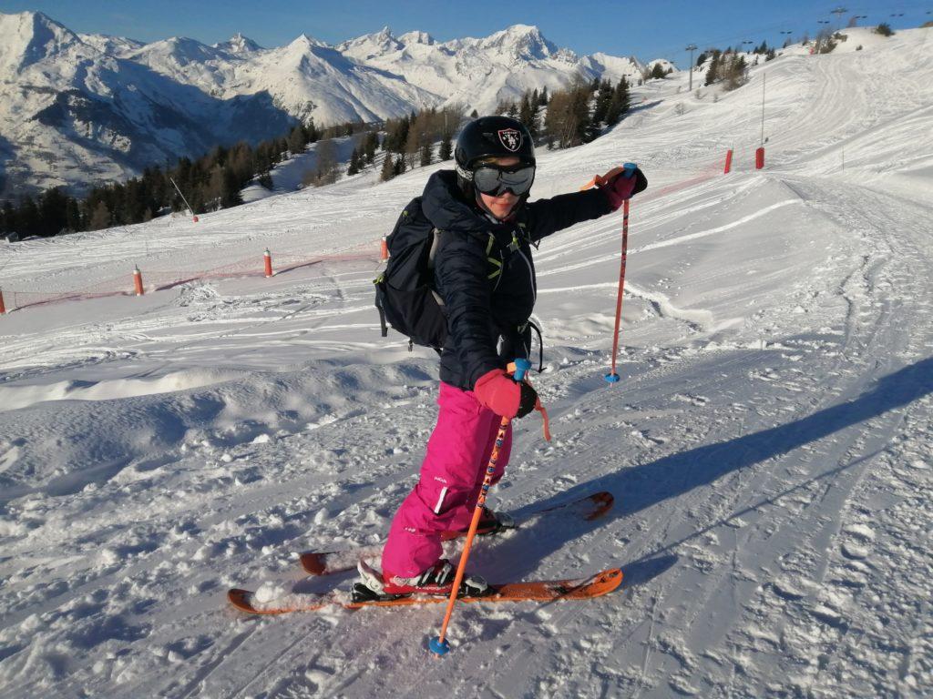 chatounette sur les skis aux arcs